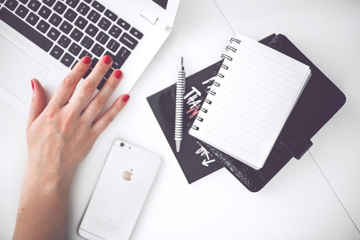 woman-hand-smartphone-desk