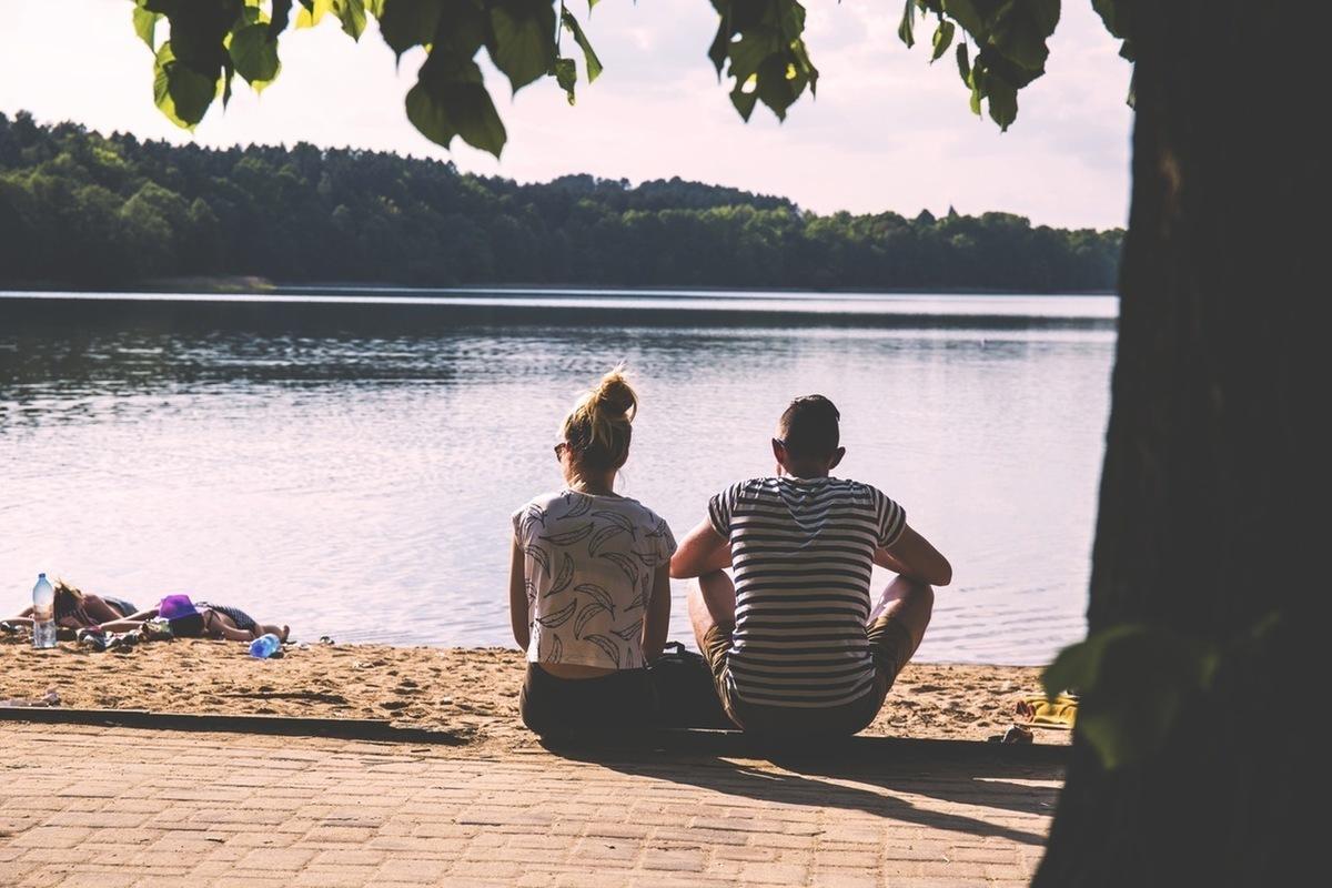 dva na břehu