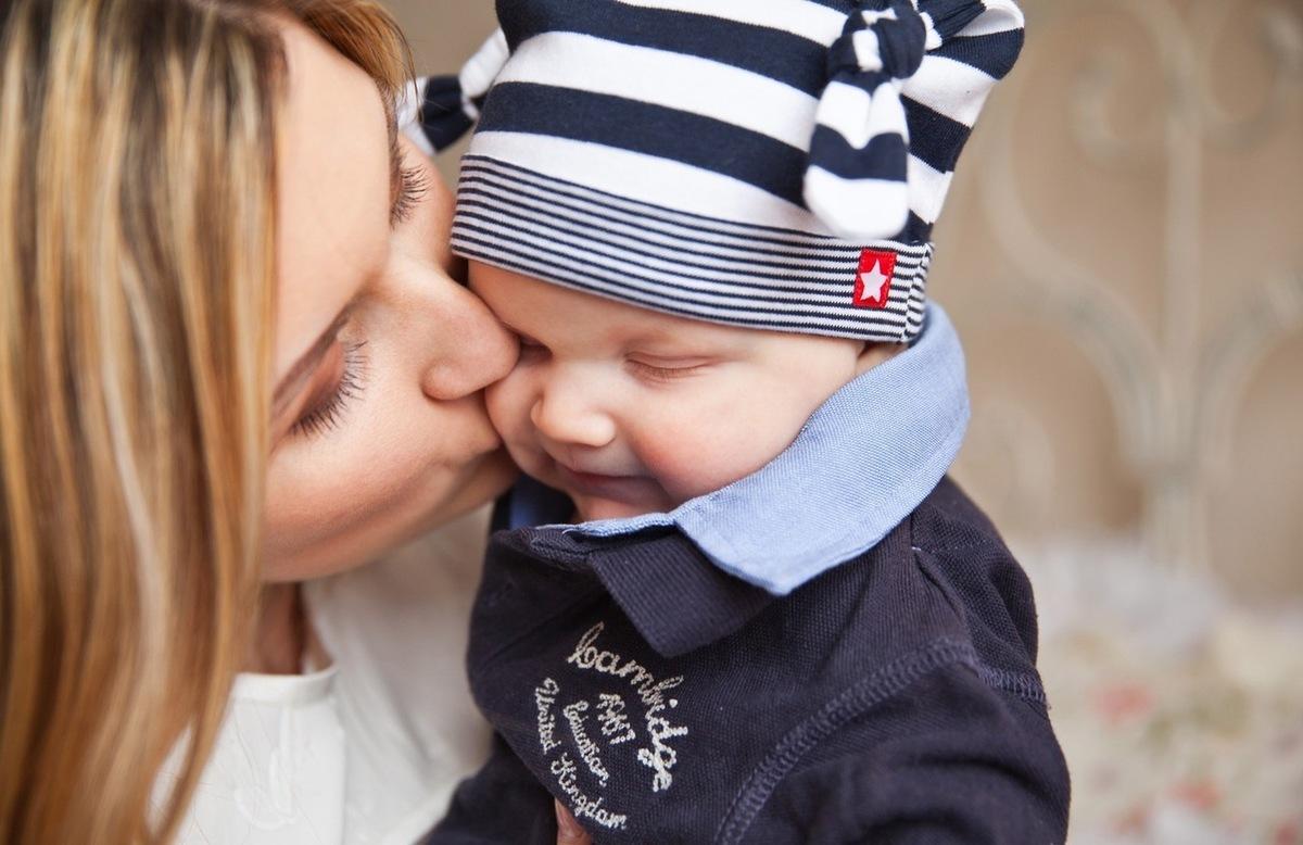 dítě s mámou